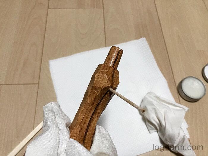 さらに爪楊枝で塗りぬり