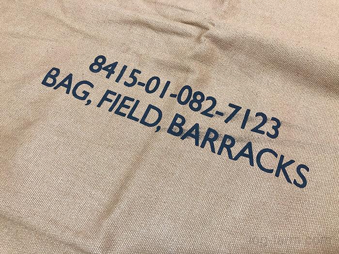 ロスコのキャンバスバラックバッグのプリント文字