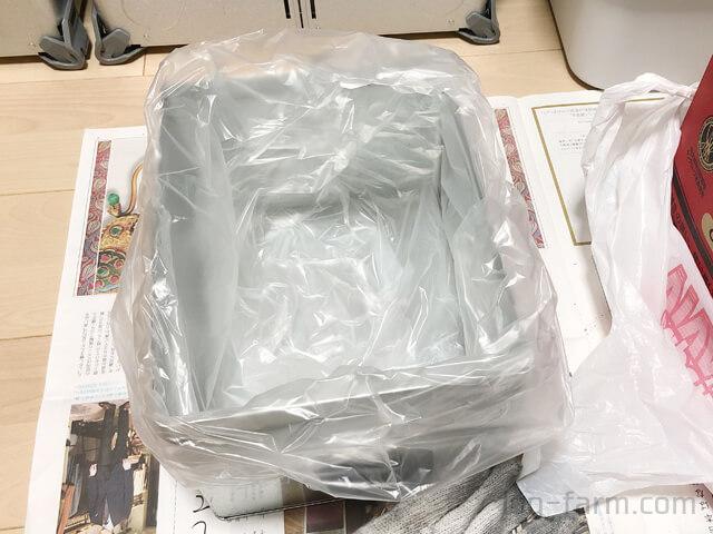 中にビニール袋を敷いたトタンボックス