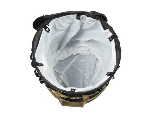 Oregonian Camper ポップアップトラッシュボックスにゴミ袋を設置
