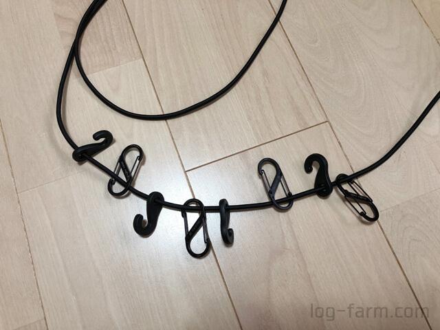 4つのカラビナを紐に接続