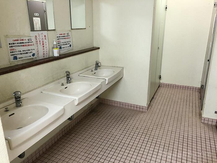 知内浜オートキャンプ場のトイレの手洗い場