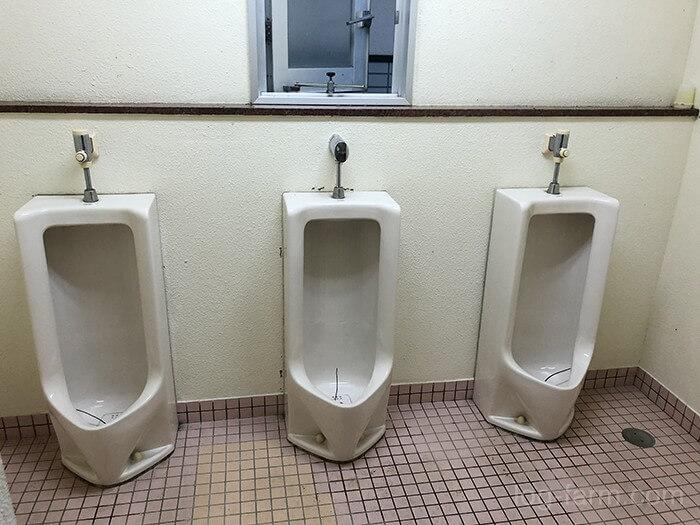 知内浜オートキャンプ場の小便トイレ