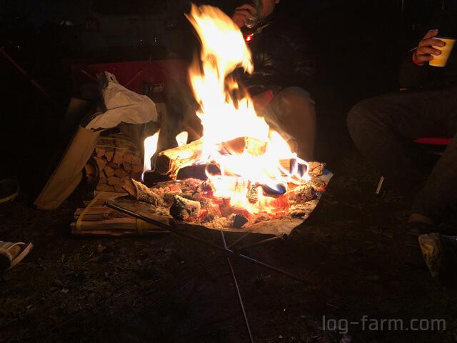 ファイアスタンド2による夜の焚き火