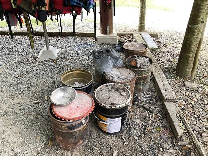 カルディアキャンプ場の灰捨て場