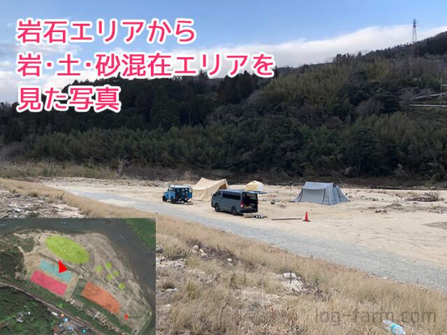 笠置キャンプ場の岩・土・砂混在エリア