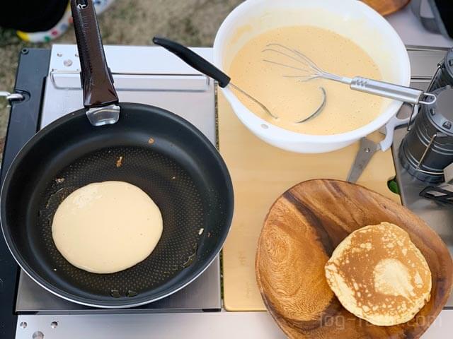 朝食のホットケーキ