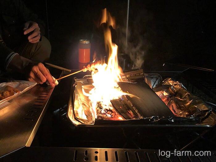 焚き火で焼き鳥を温める