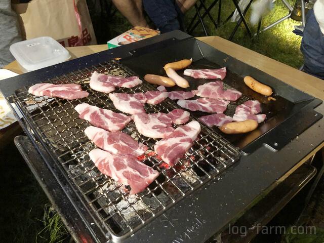 豚バラ肉とソーセージのBBQ