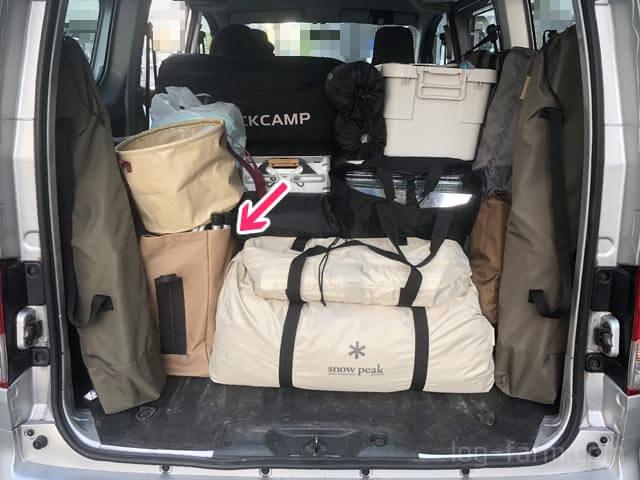 キャンプ場を荷台に積み込み