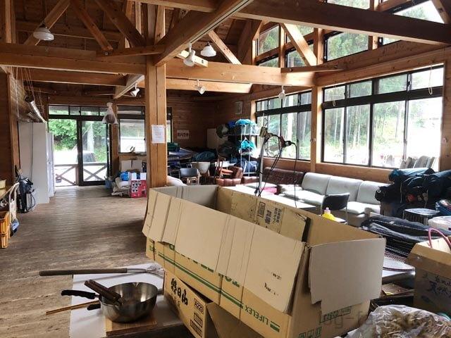 白川渡オートキャンプ場の管理棟室内