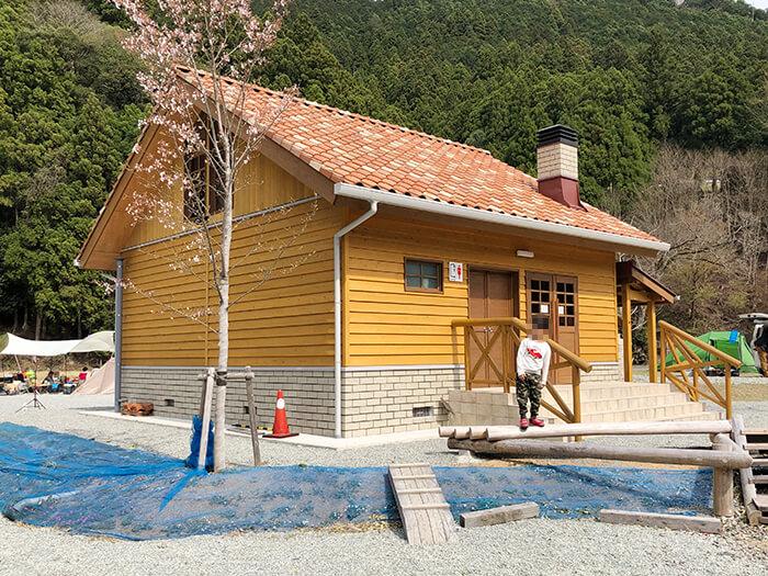 白川渡オートキャンプ場の新しい炊事棟&トイレ