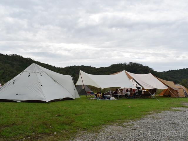 LOGOSとSnowPeakのテント