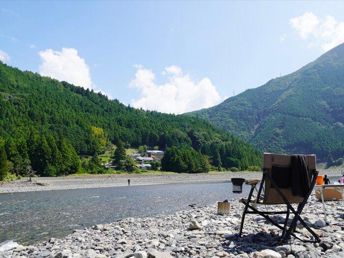 谷瀬つり橋オートキャンプ場の前の川