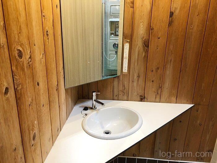 コインシャワー内の手洗い場