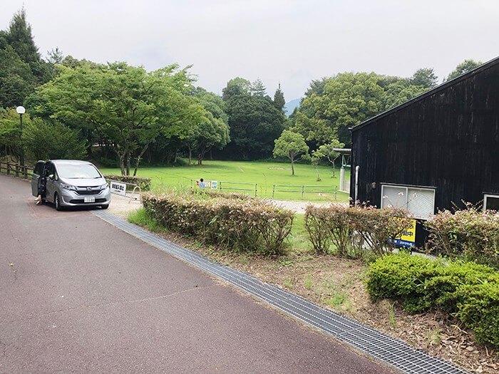 とらまる公園キャンプ場の駐車スペース