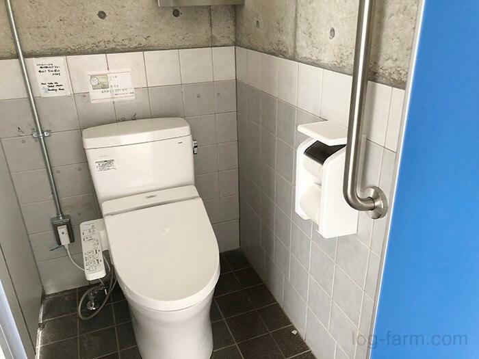 とらまる公園キャンプ場のトイレ内