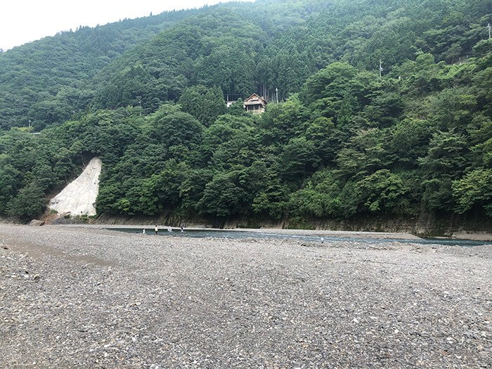つり橋の里キャンプ場の側を流れる十津川