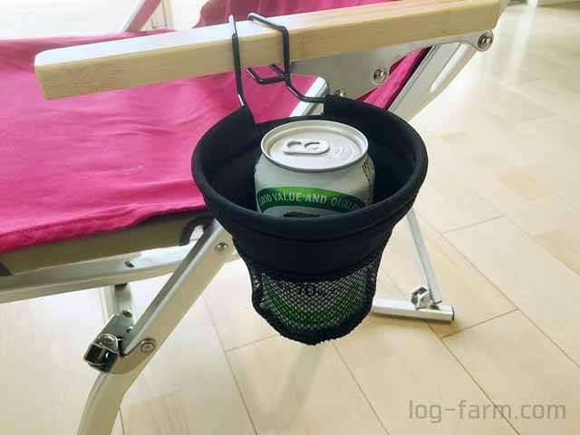 350ml缶ビールをローチェアカップホルダーに挿入