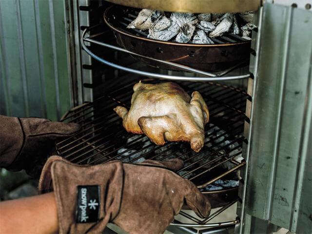 コージングリルで鶏の丸焼き