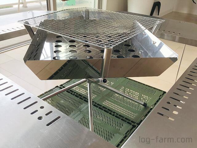 スノーピークのジカロテーブルとユニフレームのファイアグリルを組み合わせ
