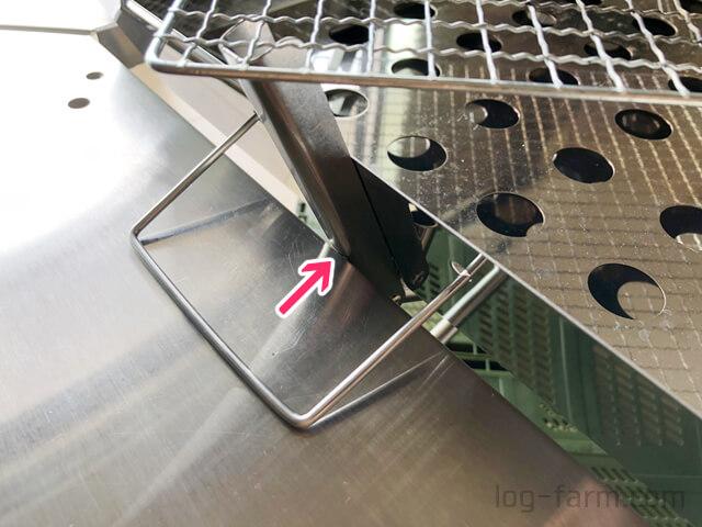 ファイアグリルのツメ金具がジカロテーブルに接触
