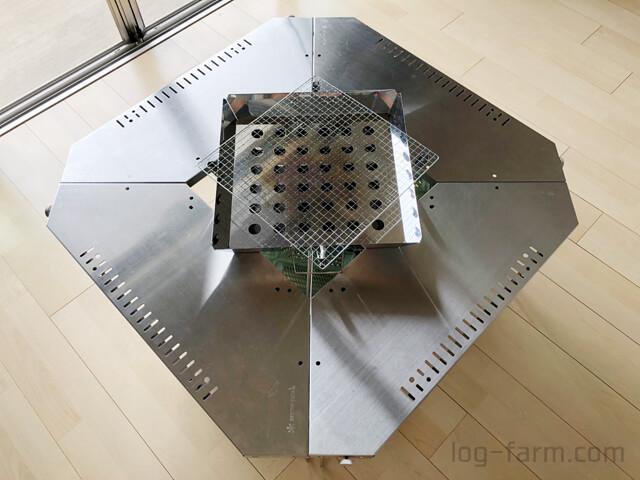 脚を90度回転させてジカロテーブルにファイアグリルをセット