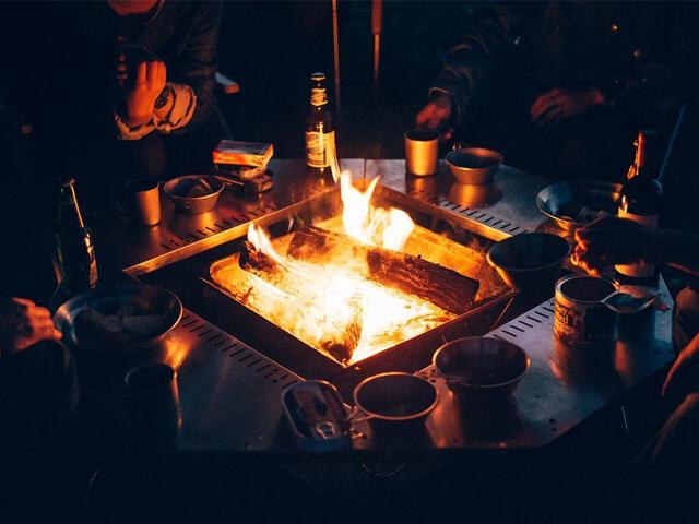 スノーピークのジカロテーブルと焚火台L