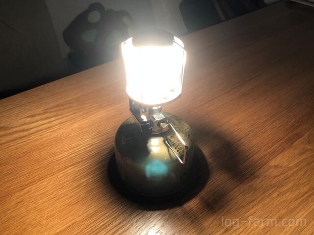 テーブル上で光るギガパワーランタン天オート