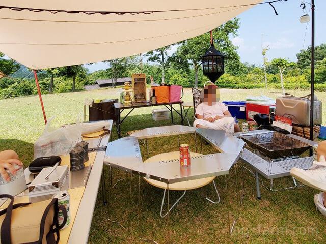 ジカロテーブルなどを使った普段のキャンプの様子