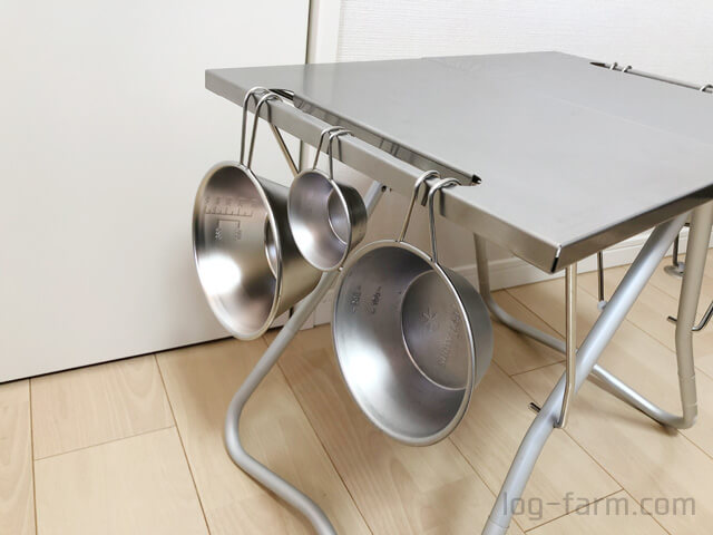 TAKIBI Myテーブルのハンギングバーにシェラカップを吊り下げ