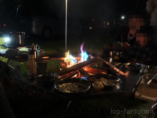 TAKIBIタープオクタの下で焚き火