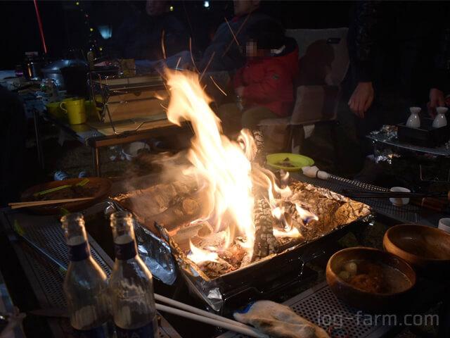 LOGOSのピラミッドTAKIBIで焚き火