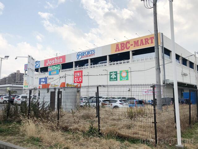 スポーツオーソリティ西宮今津店が入っているコーナンの外観