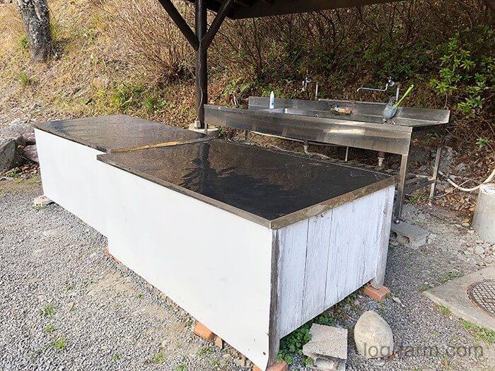 洗い物の仮置きに使える大きめのテーブル