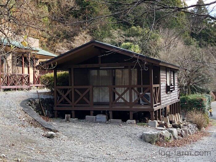 つつじの里 荒滝キャンプ場にあるコテージ「ささゆり」