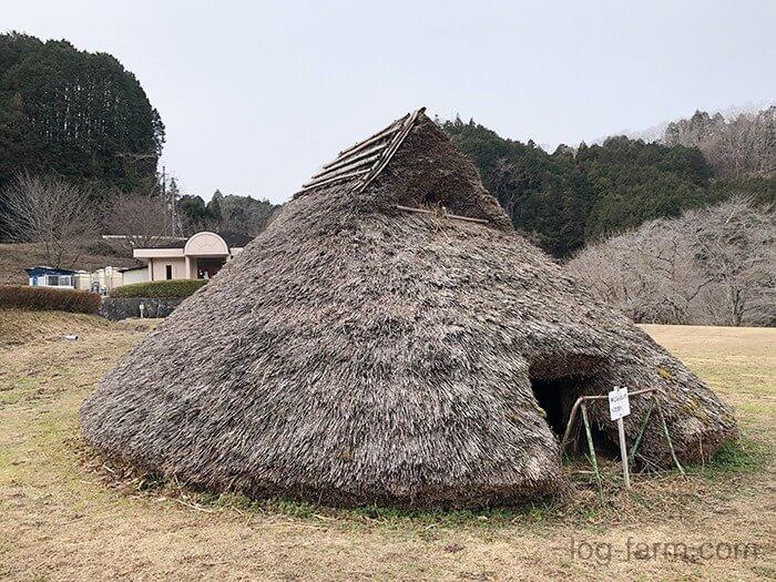 竪穴式住居(芝生広場)