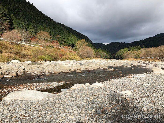 黄和田キャンプ場のとなりを流れる神崎川