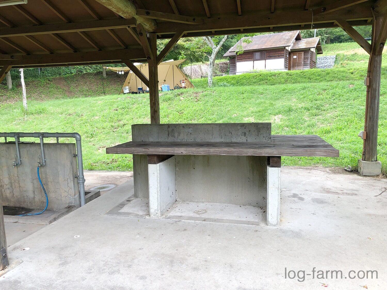 荷物を置くテーブル