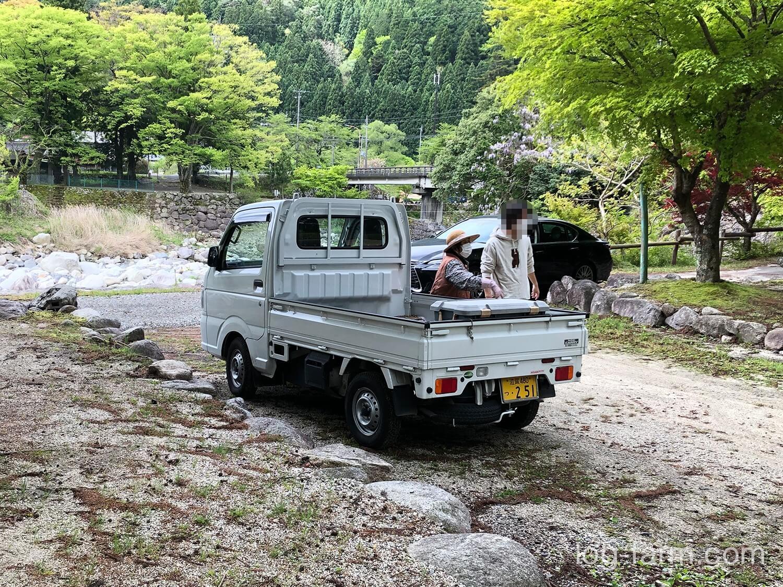 深山キャンプ場の管理人さんが乗る軽トラ