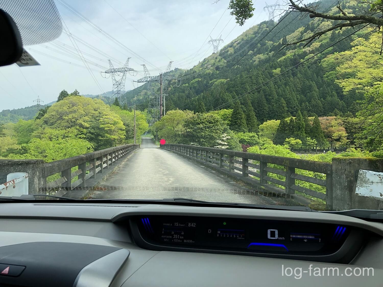 深山キャンプ場に続く橋