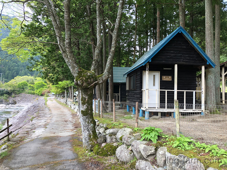 深山キャンプ場のバンガロー