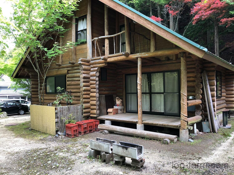 深山キャンプ場のログハウス