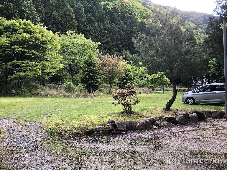 深山キャンプ場の駐車場