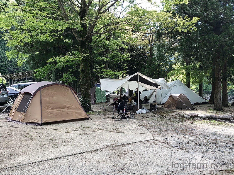 深山キャンプ場で4サイトを使ってキャンプ