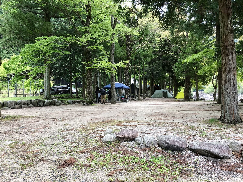 深山キャンプ場の区画サイト