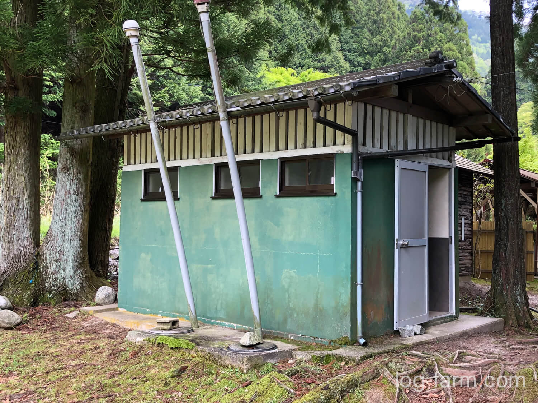 深山キャンプ場のトイレ