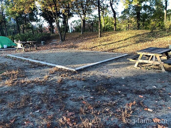 鶴見緑地キャンプ場の大サイト