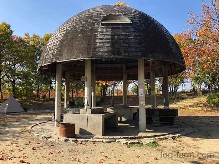 鶴見緑地キャンプ場の炊事棟