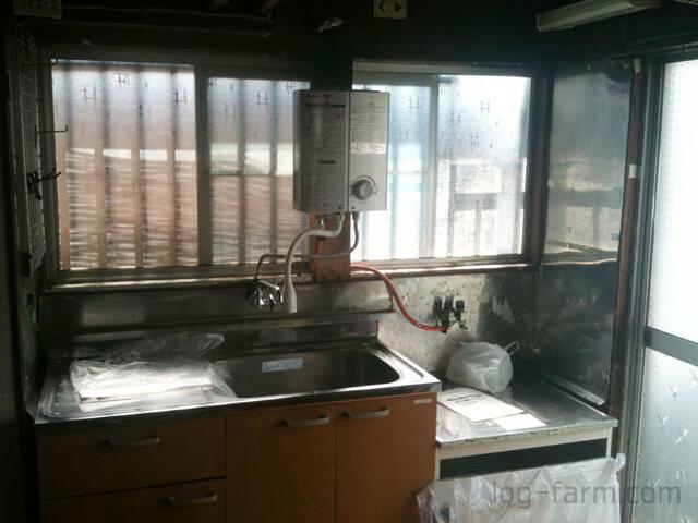 ボロボロのキッチン